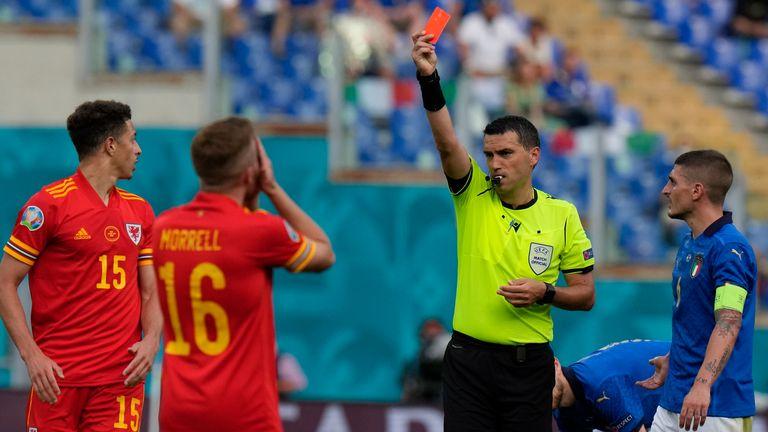 Soi kèo thẻ phạt Ý vs Áo