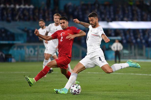 Soi kèo hiệp 1 Ý vs Áo
